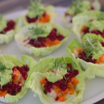 Gefüllte Spitzkohl-Schiffchen mit Avocado-Dip