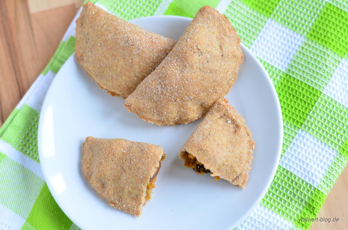 Gefüllte Vollkorn-Teigtaschen mit Süßkartoffeln und Bohnen