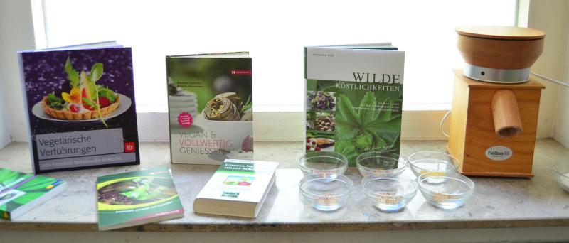 Anschauungsmaterial: Bücher, Mühle, Getreidekörner