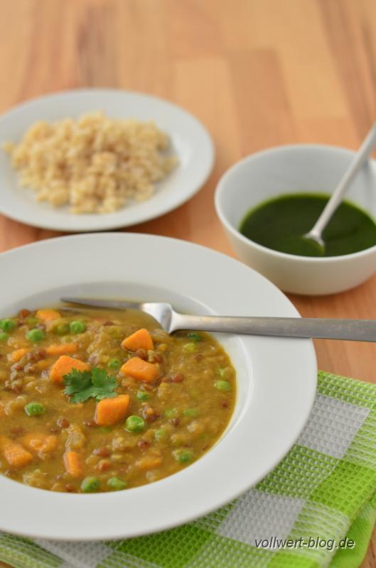 Rhabarber-Curry mit Süßkartoffeln, Linsen und Erbsen