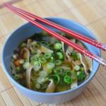 Miso-Suppe mit selbsthergestellten Soba-Nudeln