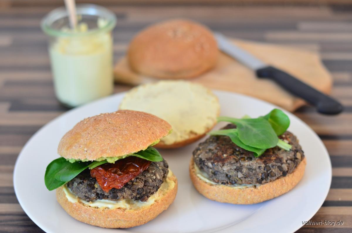 vegetarische vollwert burger mit selbst gemachten vollkorn hamburger buns champignon linsen. Black Bedroom Furniture Sets. Home Design Ideas