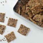 Saaten-Cracker mit Hanfsamen