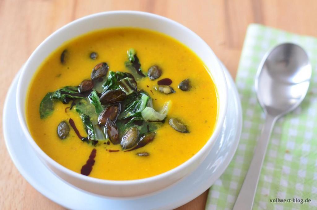 Vegane Kürbissuppe mit gebratenen Pak Choi