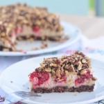 Rohköstlicher Himbeer-Schoko-Streusel-Kuchen