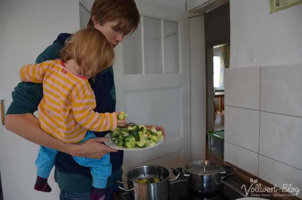 Beim Mittagessen kochen