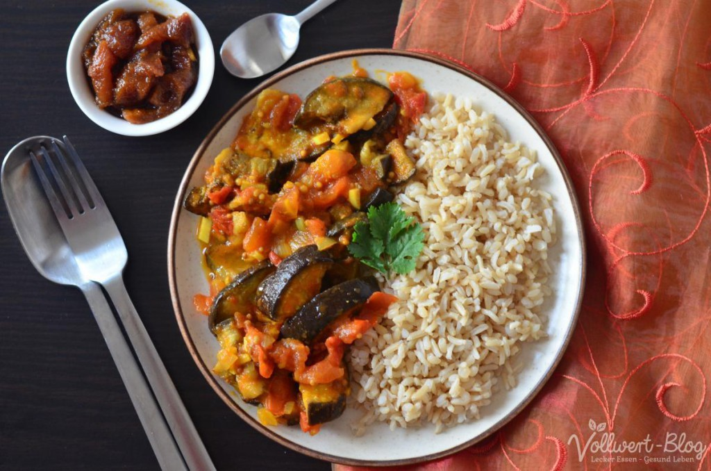 Veganes Auberginen-Curry mit Aprikosen Chutney und Naturreis