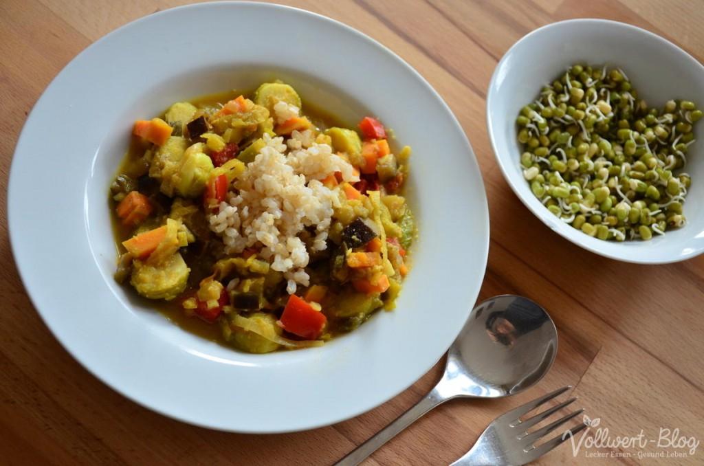 Gemüse-Curry mit Vollkornreis und Mungosprossen