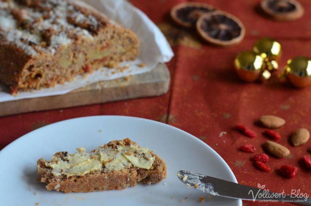 Vollkorn-Marzipan-Stollen mit Butter