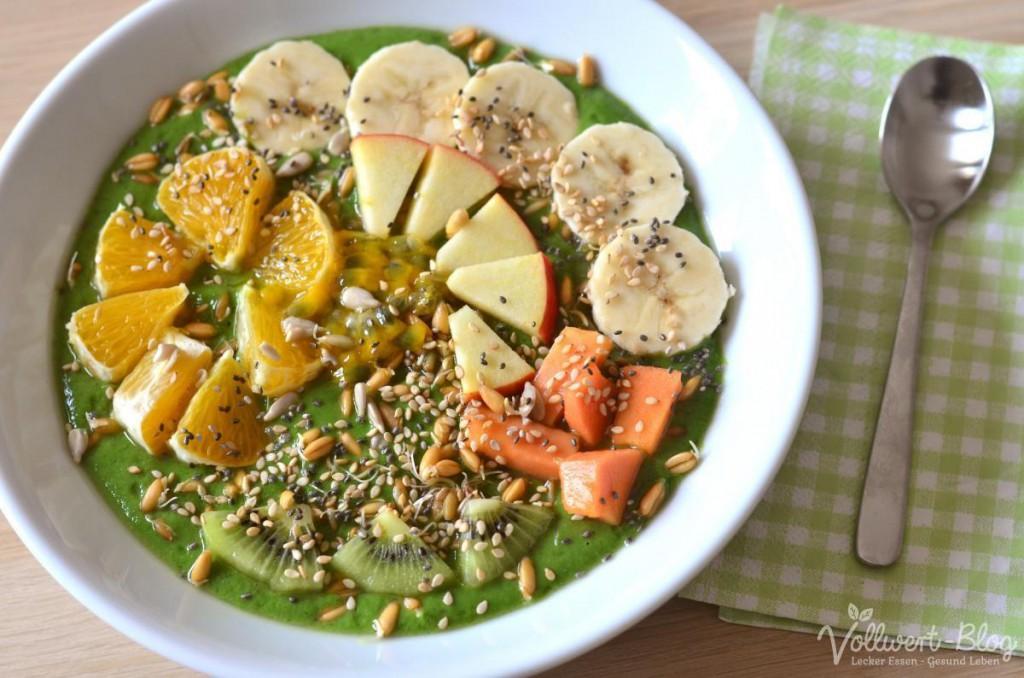 Grüne Smoothie Bowl mit Spinat