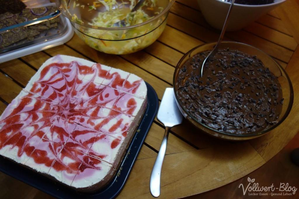 rohköstliche Erdbeertorte und Schokocreme