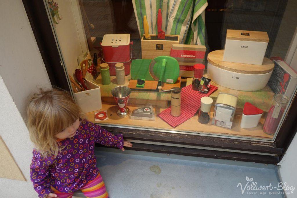 Hand-Getreidemühle im Schaufenster