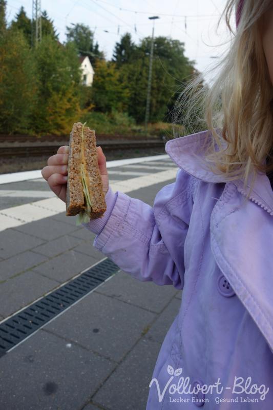 Hungrig am Bahnsteig