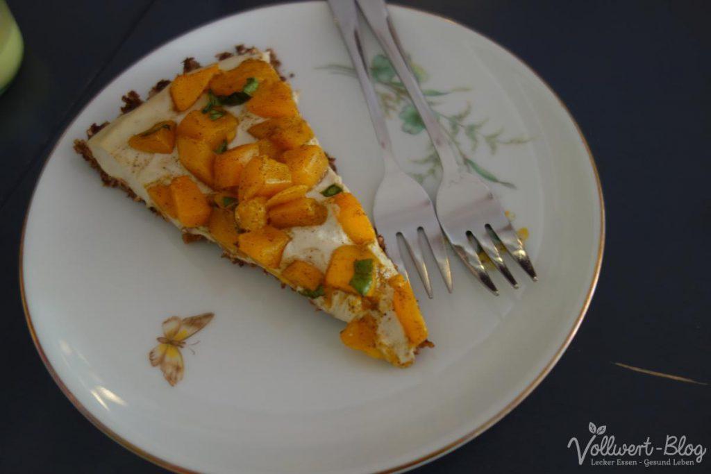 rohköstliche Mango-Torte