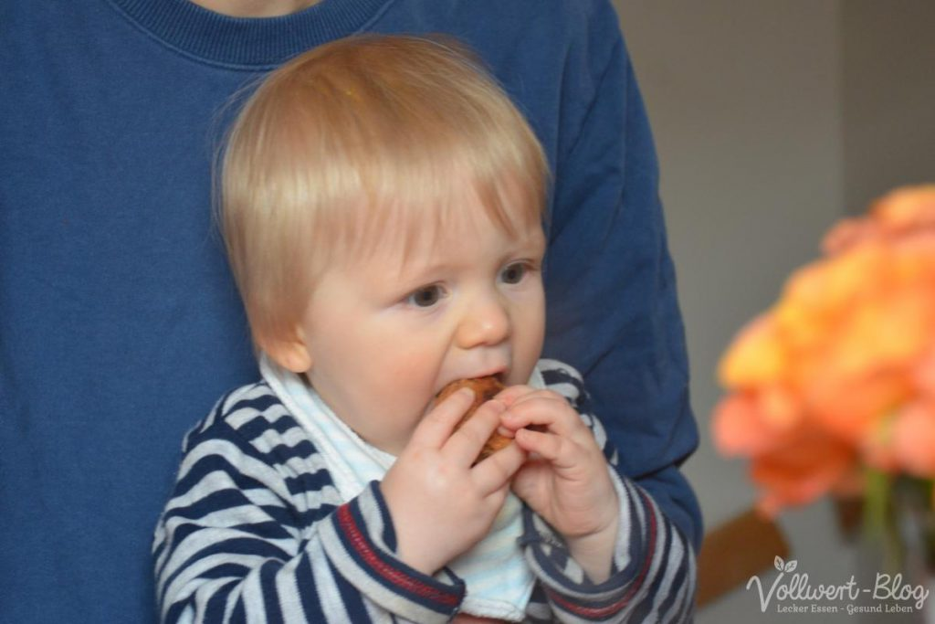 Unser Sohn beim Bratlinge essen