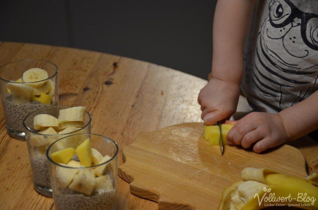 Chia-Pudding mit Banane und Mango