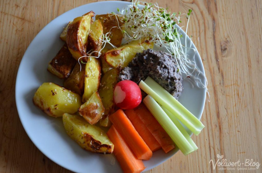 Kartoffelspalten mit Bohnen-Dip & Sprossen