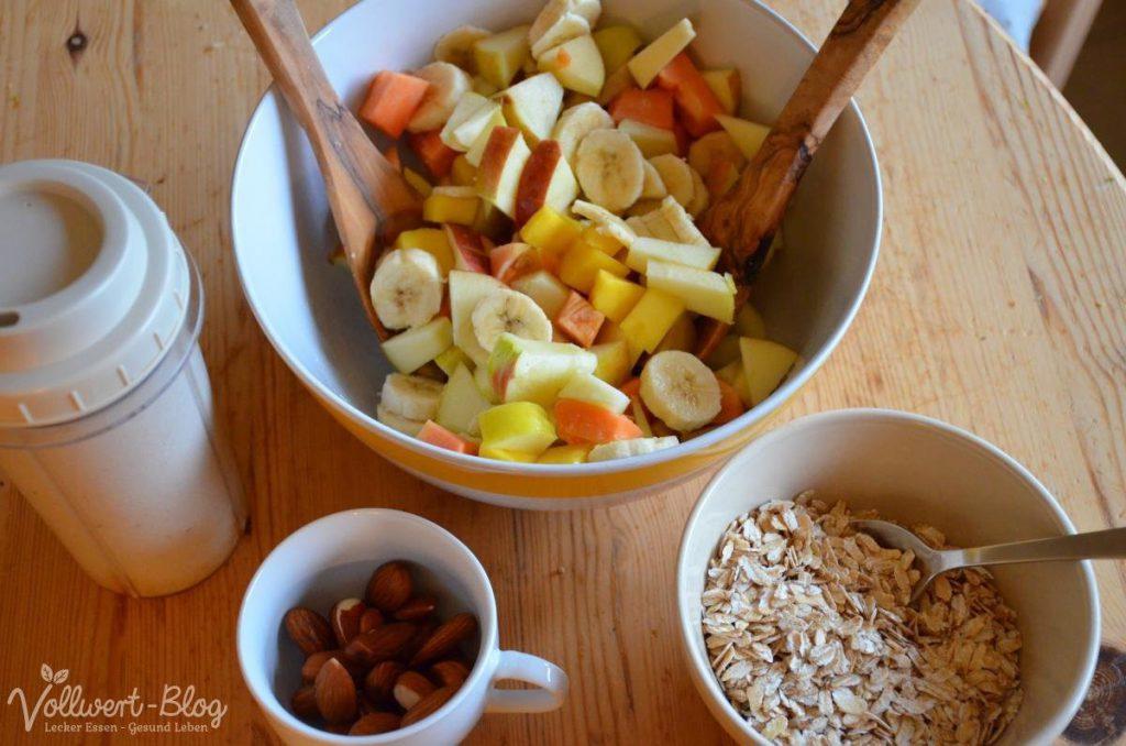 Obstsalat mit Haferflocken & Cashewmilch
