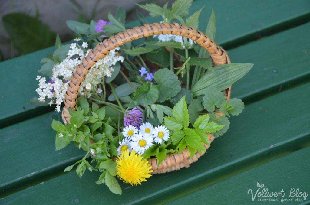Wildkräuterernte im Frühling