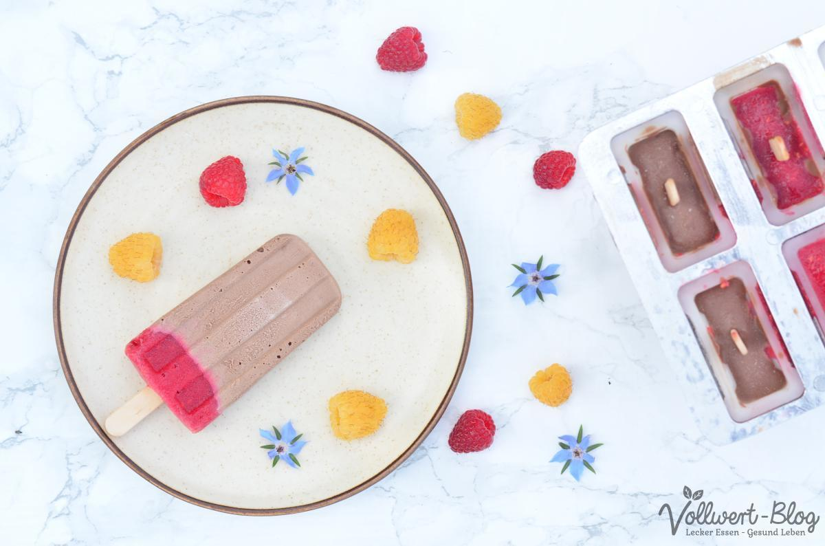 Schokoladen-Himbeer-Eis am Stiel
