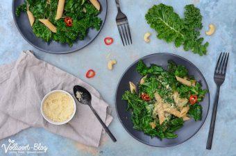Vegane Grünkohl Pasta mit Cashew-Parmesan