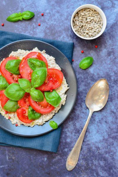 Sonnenblumenkern-Feta mit Tomaten